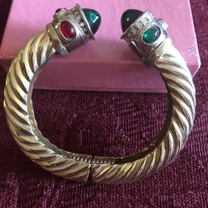 Jewelry - Golden tone bangle bracelet with Kabo shoot